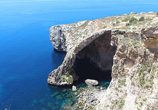 神秘的な青の洞窟