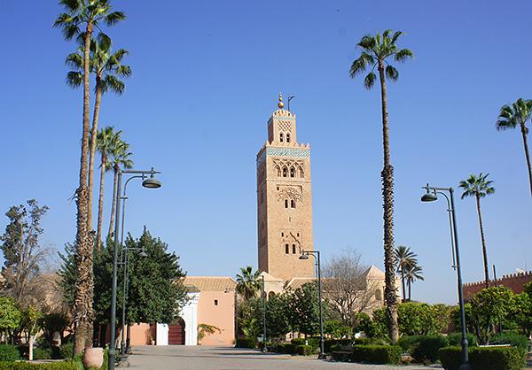 高さ77mのマラケシュのシンボル、クトゥビアの塔