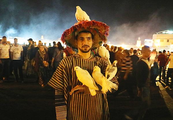世界文化遺産に登録されているジャマ・エル・フナ広場では、様々な芸を楽しめる